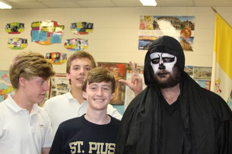 Mr. Wineski performs in cosplay contest
