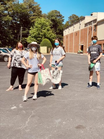 Science teacher Ms. Beam, juniors Alyssa Pulous and Maggie Bridges, and freshman Ben Bridges practice social distancing while on campus for locker clan out  on Friday, May 1.